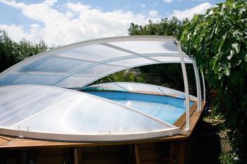 abris chalets de jardin abri piscine piscines spas. Black Bedroom Furniture Sets. Home Design Ideas